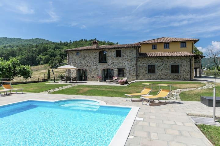 Luze villa with pool and beautiful garden on an estate