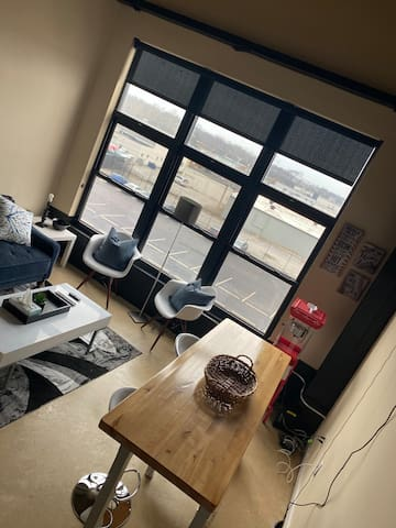 Beautiful Smart Loft Minutes From Downtown
