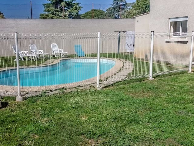 Holiday rental in Vauvert, near the Camargue, child secured  pool