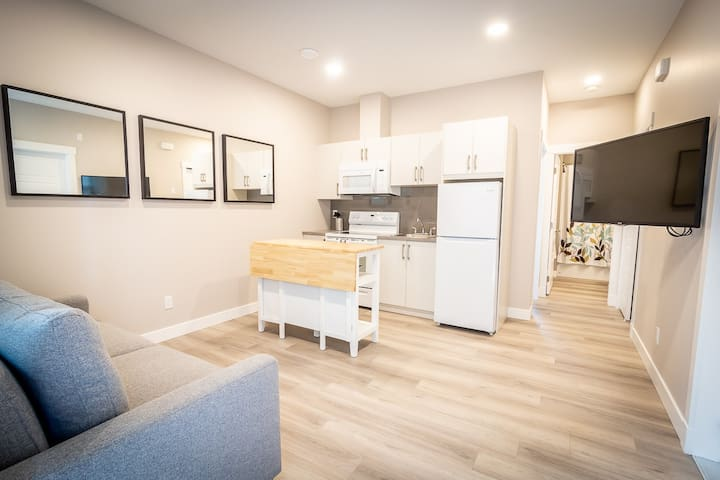 New 1 Bedroom Suite Central Vernon