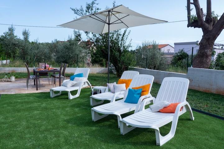 Big Comfortable Apartment with spacious garden