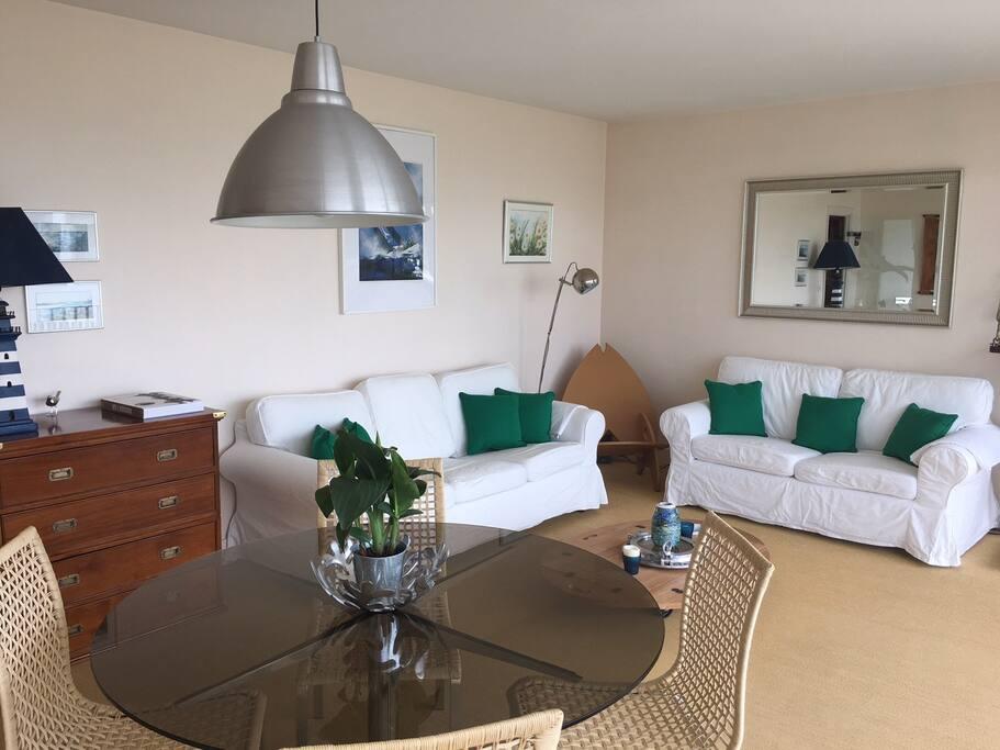 exceptionnel vue sur belle ile en mer plage 30m flats for rent in quiberon bretagne france. Black Bedroom Furniture Sets. Home Design Ideas