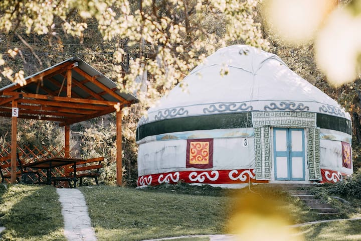 Spacious 12 ppl Yurt in Eco-Farm Close to Almaty