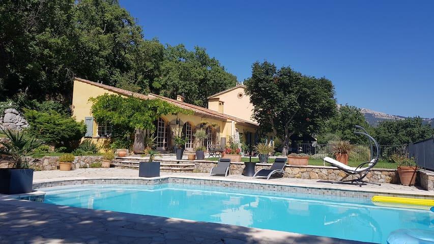 Gîte *** piscine cadre exceptionnel domaine privé