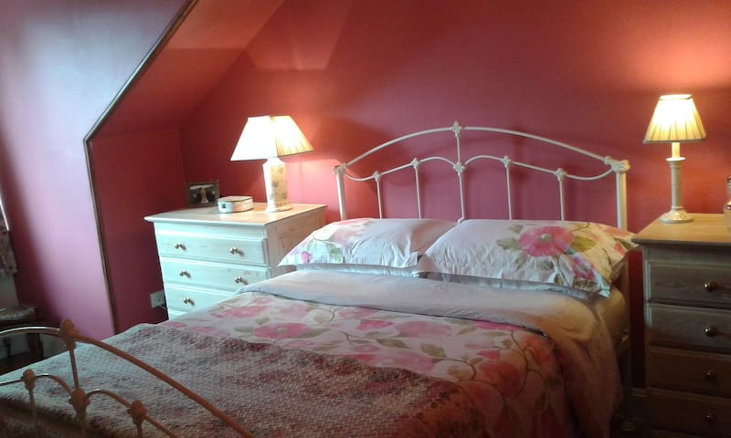 Lovely En Suite Bedroom With Private Sitting Room. - Glasgow