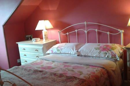 Lovely En Suite Bedroom With Private Sitting Room. - กลาสโกว์ - ที่พักพร้อมอาหารเช้า