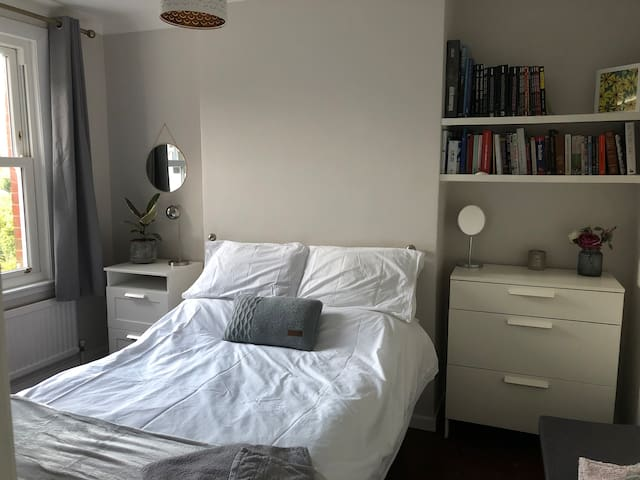 Lovely Private Double Room, Burgess Hill.