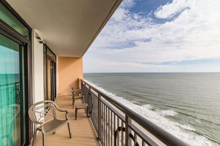 Luxury Oceanfront 3br at The Caribbean, Fantastic View, Onsite Amenities  & Oceanfront Water Park!