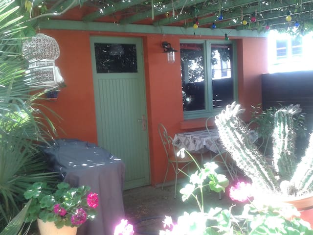 CHAMBRE INDEPENDANTE DE LA MAISON AVEC TERRASSE