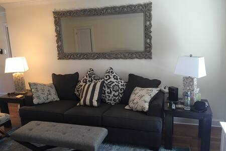 Beautiful Condo,Walk to Beach, Lake and Oceanview! - Asbury Park - Wohnung