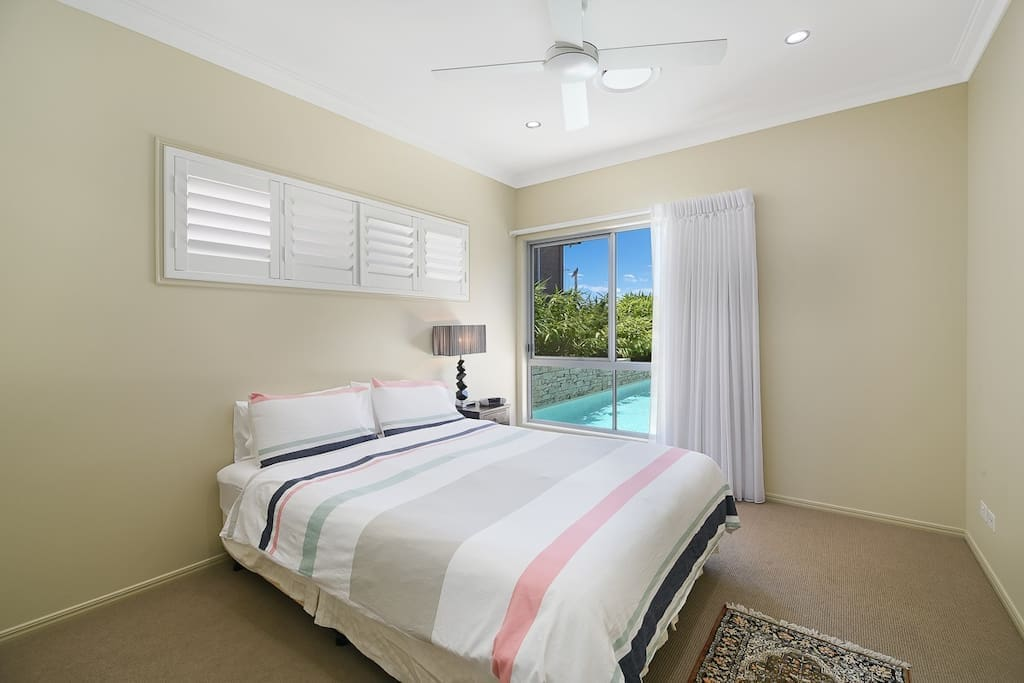 Main Bedroom - Queen sized bed