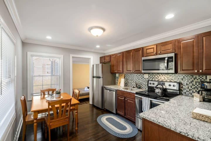 Bright and Modern 3BR Queen City Home!