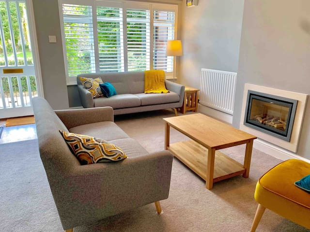 Beautiful Winchester Townhouse with Patio Garden
