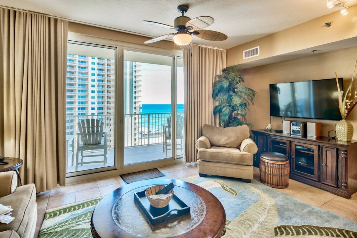 Living area with a fantastic view and a flat screen TV
