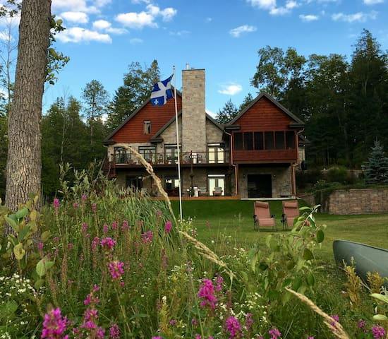 Venez au lac! Come to the Lake! - Low - Bed & Breakfast