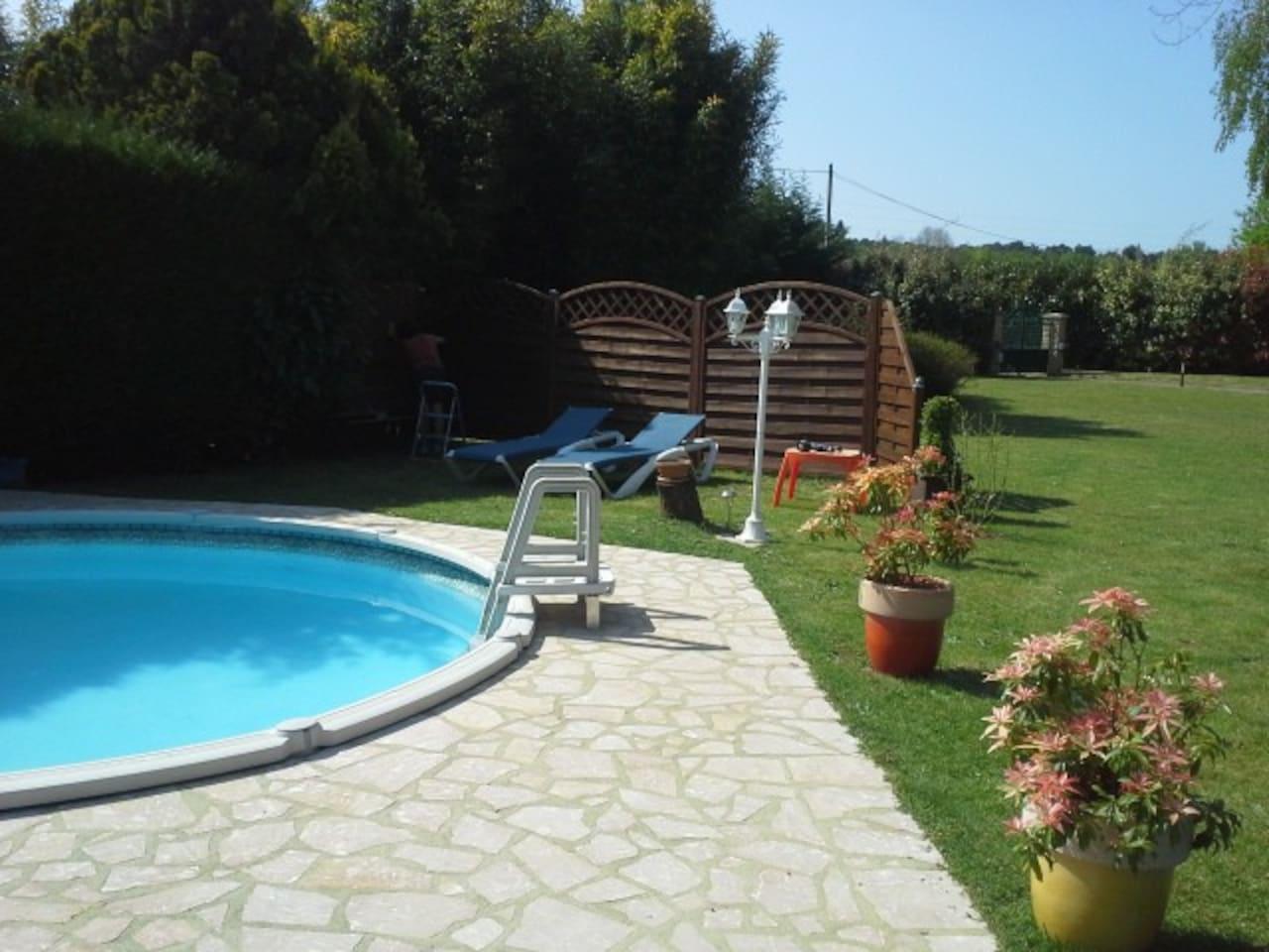 Petite piscine... l'été seulement