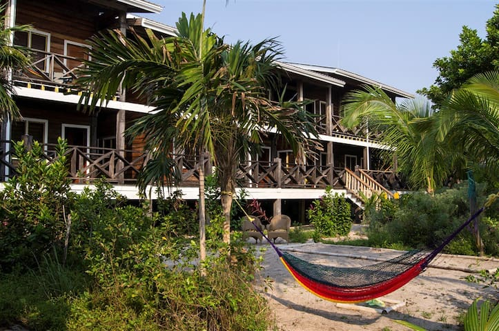 Private Belize Island Studio (Beach Level 16): Easy Boat Ride to Blue Hole: We organize it all for y - Belize City - Apartmen