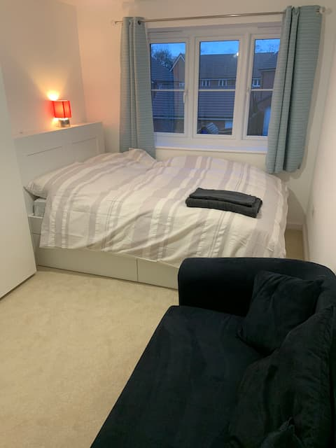 Clean Spacious Double Room in Quiet Location