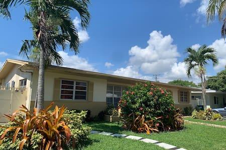 Cozy corner/all private in Miami beautiful house !