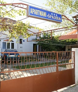 Double room close to the beach - Водице