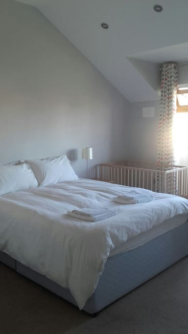 Main bedroom with king size bed!!