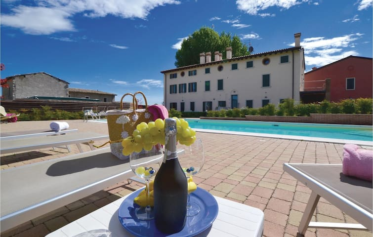 Holiday apartment with 2 bedrooms on 82m² in Cavaion Veronese VR