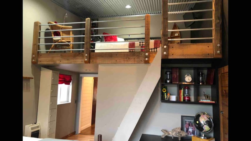 Loft area with single daybed and single trundle bed