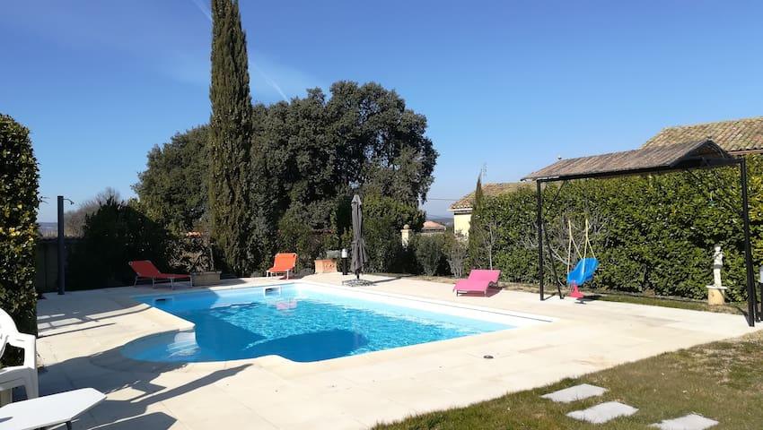 Agréable gîte provençal piscine chauffée