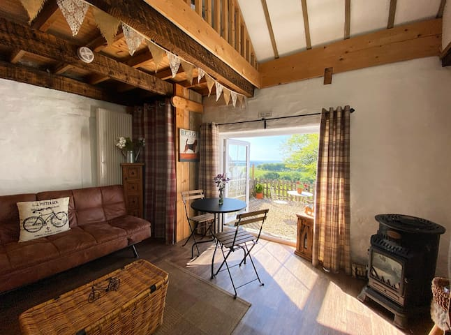 """Cosy cottage featured on """"Escape to the Country"""""""