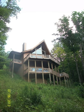 Lindal Cedar Chalet in private, gated Wolf Laurel
