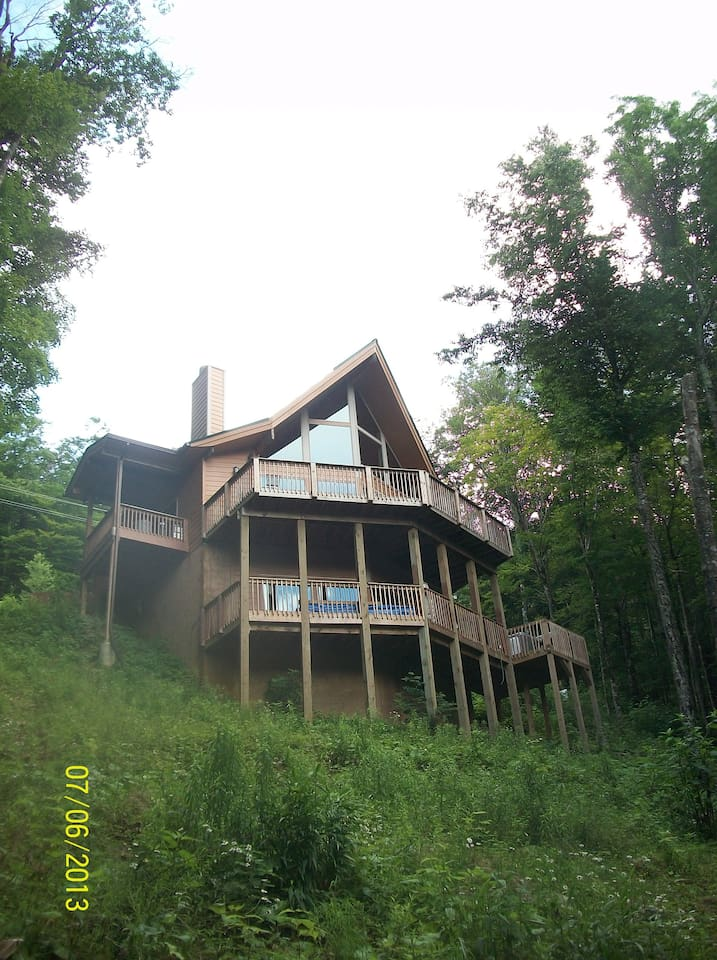 View side of Chalet
