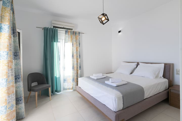 Going up the stairs,on the first floor, you can see this bedroom with a large balcony overlooking the sea. (2)