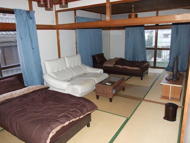 一軒家二階建てまるまる貸切 広々室内 駐車場無料3台 世界遺産近く - Kagoshima - Rumah