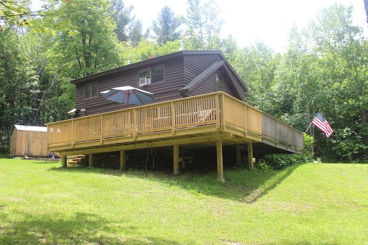 Rustic Comfort Log Cabin close to Skiing & Hiking