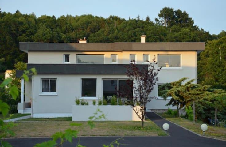 Maison Valade, maison moderne avec piscine!