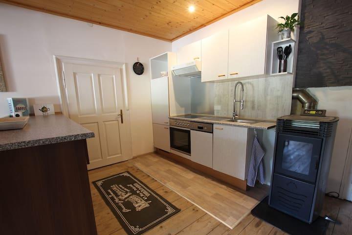 Küchenzeile, Backofen, Ceranfeld, Spülmaschine