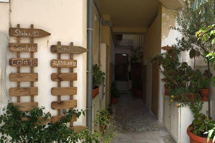 CATA,   10   heart  in Alguer