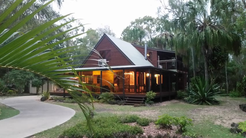 Beach Forest Retreat - Moore Park Beach - Hus