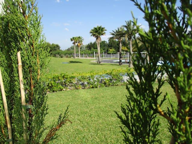 Apartamento con jardín y piscina (a 500m playa) - Vergel - Appartement en résidence