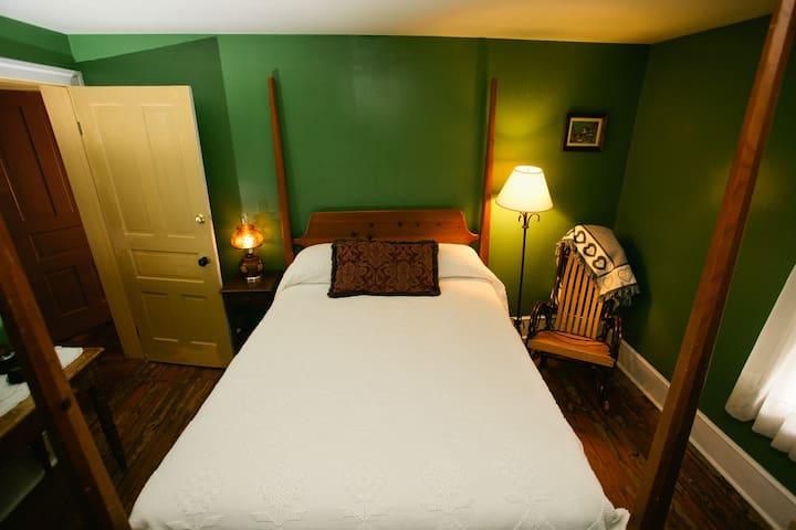 Golden Eagle Inn - The Penn Family Suite