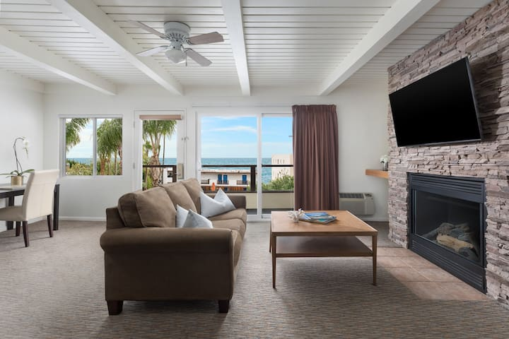 Ocean View Penthouse 1130 Sq Ft/Kitchen/Fireplace
