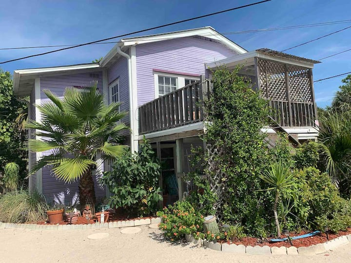 Lower Deck - private 2 bedroom on the beach!