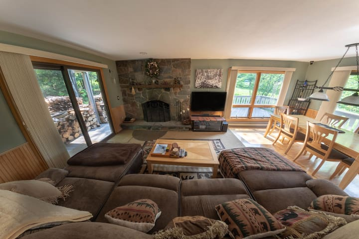 Hunter Mtn Condo w/ slopeside access to Mountain.