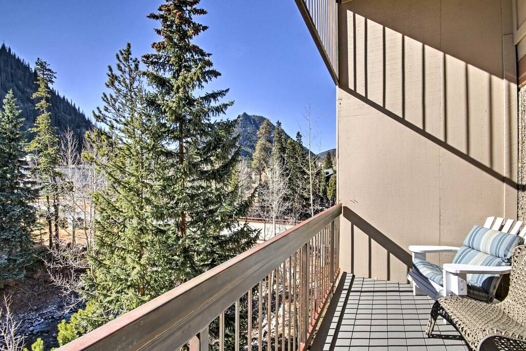 Unwind outside on the balcony and admire outstanding mountain views!