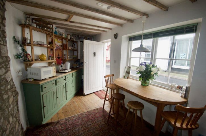 Quirky detached house in Bideford old quarter