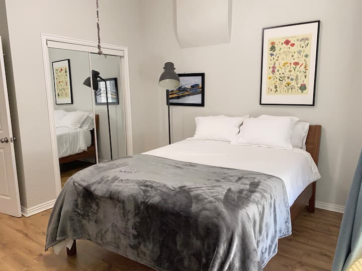 Sweet Lake City, Downtown, Private Space, Pets OK!