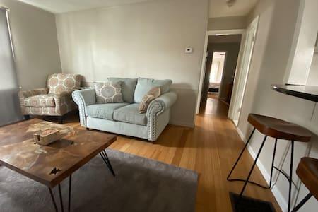 Cozy Apartment 9 Miles From Manhattan!
