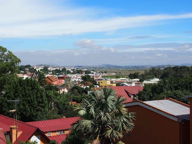 Chambre spacieuse dans une maison malgache! - Antananarivo Analamahitsy  - Huis