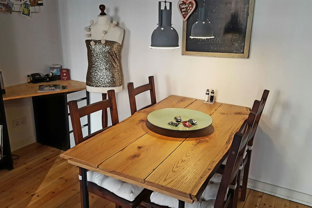 Dining table - holds 4-5 ppl