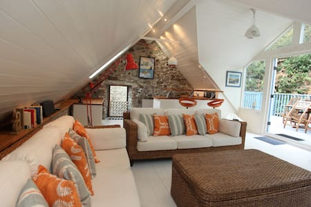 A stylish relaxing seaside 4 bed home in Solva - Solva